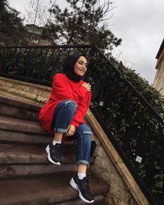 Fashion Hijab OOTD Smile Hijabi Tesett r Mayo ort Modelleri 2020 Modern Hijab Fashion, Muslim Fashion, Modest Fashion, Fashion Outfits, Ootd Fashion, Mode Ootd, Mode Hijab, Muslim Girls, Muslim Women