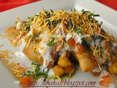 samosa chaat, Indian Chaat Recipe, Delhi Chaat Recipe, North Indian recipes, Indian vegetarian recipes,