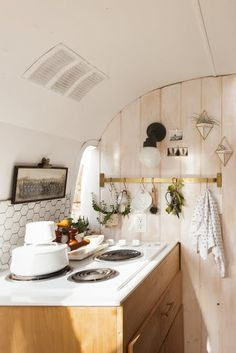 The Tin Can Homestead: a restored and updated 1971 Airstream trailer with a gorgeous 'Scandinavian minimalist' design!