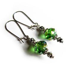 Green crystal earrings, 8 euroa. Suomalainen myyjä ja toimitus nopea