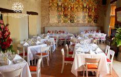 Salón Principal  Brujas de Cartagena, Cartagena - Colombia Table Settings, Table Decorations, Bar, Furniture, Home Decor, Environment, Living Room Red, Cartagena Colombia, Diners