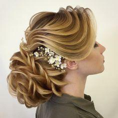 6 ступень . Повышение квалификации отличается тем, что я демонстрирую мастерам причёски на моделях, учитывая все особенности: от структуры волоса, до объема. Интересно узнать ваше объективное мнение по этой причёске ????________________________________________________The 6th step. The difference of the professional skills development is that I demonstrate the stylists the hairstyles on models taking into consideration all specific features: from the hair structure to the volume. I am…