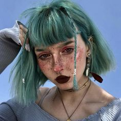 Short Straight Hair, Straight Hairstyles, Cool Hairstyles, Short Indie Hair, Long Punk Hair, Punk Girl Hair, Short Pastel Hair, Short Hairstyles With Bangs, Green Hair