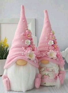 Thinking about trying my hand at the wildly popular and gnomes over the weekend. I'm posting this for . Pink Christmas Decorations, Easy Christmas Crafts, Christmas Gnome, Valentine Crafts, Easter Crafts, Fun Crafts, Diy And Crafts, Christmas Ornaments, Christmas Sewing