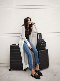 Looks viajar aeropuerto Oufits Casual, Airport Style, Travel Style, Duster Coat, Logo Design, Normcore, Outfits, Couture, Womens Fashion