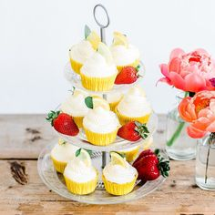 #mundushannover #handmade #fineartbakery #nakedcake #summer #candybar #dessert #delicious #sweets #instabakery #hanover #hannover #weddinginspiration #drin #cupcakes #fruits #weddingcake #lemon  Photo: @anja_schneemann_photography  Wedding Blog: @friedatheres  Flowers: @milles_fleurs_  Decoration: @pompomyourlife  Sweets: @mundus_hannover