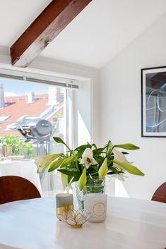 TIL SALGS - SJELDEN SJANSE  Fantastisk #loftsleilighet på #Sagene i #Oslo. Sørvestvendt solrik takterrasse. God standard, 53m² gulvareal. Nytt kjøkken 2016.  Velkommen til visning 26/7 og 29/7, eller kontakt gjerne megler Kennet Hessvik for privatvisning: 478 11 016  #toroms #leilighettilsalgs #grimstadgata #solheledagen #terrasse #takterrasse #oslove #stue #skandinavisk #interiør @marikafoto @privatmegleren_park Oslo, Oversized Mirror, Furniture, Home Decor, Modern, Rome, Decoration Home, Room Decor, Home Furnishings