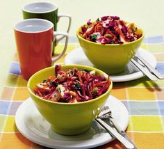 Dagmar's Detox salad w/ red cabbage. A guilt-free healthy snack to stave hunger pains - it's vegetarian too Red Cabbage Recipes, Red Cabbage Salad, Purple Cabbage, Roasted Carrot Salad, Healthy Snacks, Healthy Recipes, Healthy Dinners, Eating Healthy, Gastronomia
