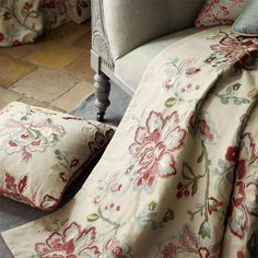 Sanderson - Traditional to contemporary, high quality designer fabrics and wallpapers | Products | British/UK Fabric and Wallpapers | Angelique (DFAB233998) | Fabienne Prints & Embroideries