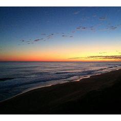 #Repost @meg.louise9  Sky is on fire  #Warrnambool #whale #nursery #logans #beach #beautiful #sunset #fire #red #sky #sea #sand #melbourne #Australia #love #family #weekend #away #birthday #treat #happy #home #logansbeach #warrnamboolbeach #love3280 by destinationwarrnambool