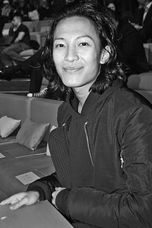 Alexander Wang is an American famous fashion designer in 2000s. He's a professional designer in street style.