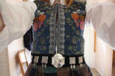 nordmørsbunad sølv - Google-søk Folk Costume, Costumes, Safari, Norway, Scandinavian, Google, Dress Up Clothes, Men's Costumes, Suits