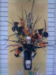 minus the skulls, love the arrangement... actually like the skulls, but not for our wedding :)