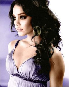 Vanessa Hudgens.. Her hair is so gorgeous!!