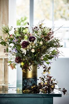 Wild flowers - Mix different flowers to a rustic bouquet that emphasizes your style.
