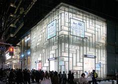 4月4日より開業するオーク表参道。その角にオープンするCOACHの新たな旗艦店「コーチ表参道」を取材。設計は重松象平さん率いるOMAニューヨーク・オフィス ( Shohei Shigematsu / OMA New York ) が手掛けた。       オーク表参道はハナエ・...