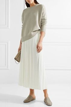 Beige cashmere Slips on 100% cashmere Dry clean Designer color: Fossil