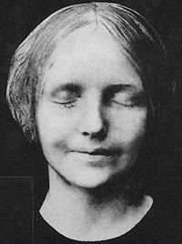 "L'Inconnue de la Seine (French for ""the unknown woman of the Seine"") was an unidentified young woman whose death mask became a popular fixture on the walls of artists' homes after 1900."