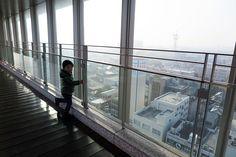 2016年1月5日(火)こんにちは。「東播磨県民局 加古川総合庁舎」。仕事は始まりましたが、幼稚園はまだ冬休み中。今日も次男と一緒に朝の散歩に出かけました。今日は「東播磨県民局 加古川総合庁舎」の屋上へ寄り道。朝靄が掛かった景色を眺め、加古川駅のパン屋さんで買い物をしてから出勤しました。いつも1人で歩いているのですが、誰かが付き合ってくれるというのは楽しいものですね~。幼稚園が始まってもお願いしようかな???(^^  それでは、今日も皆様にとって良い1日になりますように☆ 【加古川・藤井質店】http://www.pawn-fujii.jp/