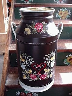 The designs look beautiful on a dark backdrop like this. Milk Can Decor, Painted Milk Cans, Old Milk Cans, Milk Churn, Norwegian Rosemaling, Russian Painting, Tin Containers, Antique Bottles, Painting Lessons