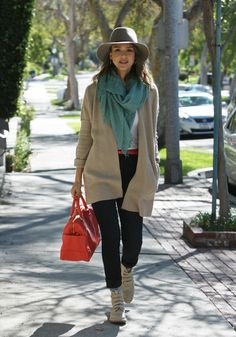jessica-alba-real-los-angeles-street-style-winter-2014-going-to-a-business-meeting-in-westwood_2.jpg (1280×1828)