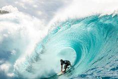 A veces tan solo hace falta una frase para lograr iluminar tu corazón. No calles haz que brillen  #chrisward #hawaii #surf #surfer #surfing #ola #wave #agua #water #mar #sea #oceano #ocean #barrel // Fot.: Red Bull