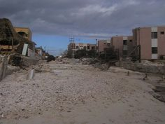 Weather Underground provides tracking maps, forecasts, computer models, satellite imagery and detailed storm statistics for tracking and forecasting Major Hurricane Wilma Tracker. Puerto Morelos, Riviera Maya, Hurricane Wilma, Weather Underground, Tulum, Resorts, Beaches, Mount Rushmore, Mexico