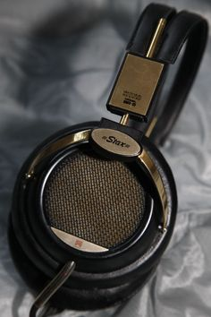 Same drivers as the Stax SR-X but with a warmer sound and over-ear pads. e9df856236