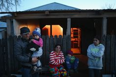 Die Menschen, die Gallup in seinen Bildern zeigt, sind von dieser schwierigen Geschichte geprägt. Die Familien im rumänischen Dilga, die der...