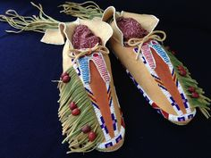 Men's Moccasins in the Century Kiowa Style Native American Beadwork, Native American Art, Beaded Moccasins, Bead Loom Bracelets, Beading Tutorials, Loom Beading, Smooth Leather, Art History, 19th Century