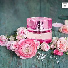 FM 362 <3  If you love it already - feel free to tag a friend who you think would be the best sent for!  <3  <3  Luxury Collection Perfume for Her FM 362 - overwhelming & seductive ➡Head notes: blackcurrant leaf ➡Heart notes: rose, freesia ➡Base notes: patchouli, vanilla, ambroxan, woody notes WebShop: http://membersfm.com/michelle-brandon