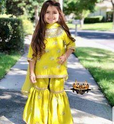 Pakistani Bridal Dresses, Pakistani Outfits, Indian Dresses, Fashion 2020, Kids Fashion, Kids Suits, Beautiful Girl Photo, Indian Girls, Girl Photos