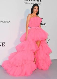 Kendall Jenner in Giambattista Valli x H&M at the amFAR Gala at the Annual Cannes Film Festival Pink Party Dresses, Pink Dress, Nice Dresses, Prom Dresses, Formal Dresses, Romantic Dresses, Tokyo Fashion, Star Fashion, Kendall Jenner Outfits