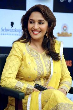 Beautiful Madhuri Dixit HD Wallpapers etc FN Bollywood Actress Hot Photos, Indian Bollywood Actress, Beautiful Bollywood Actress, Most Beautiful Indian Actress, Bollywood Saree, Bollywood Fashion, Beautiful Actresses, Indian Actresses, Indian Celebrities