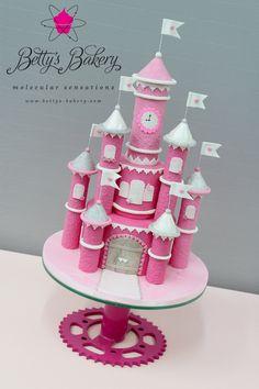 'Castle of Love' for 2 little princesses ❤️ 'Castillo de amor' para 2 pequeñas princesas www.bettys-bakery.com