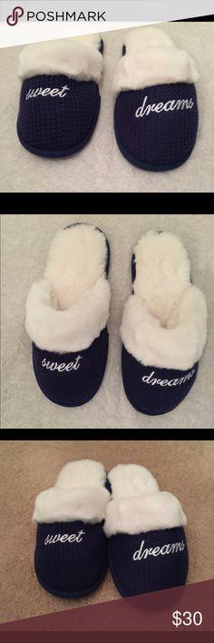🆕 Victoria's Secret Sweet Dreams slippers Victoria's Secret Sweet Dreams waffle knit slip on slippers NWOT cozy faux fur lining & trim rubber sole never been worn Victoria's Secret Shoes Slippers