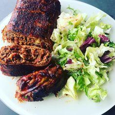 Mit diesem Rezept kannst du unkompliziert eine Baconbomb mit Helvetic Barbeque Original Sauce herstellen. Steak, Shirts, Food, Cooking, Essen, Recipies, Steaks, Meals, Dress Shirts