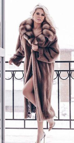 Great Women, Beautiful Women, Fox Fur, Sexy Outfits, Mantel, Attitude, Sexy Women, Fur Coats, Lady