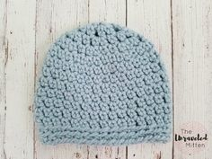 This easy crochet hat pattern works up super quick using less than one skein of my favorite bulky yarn, Lion Brand Wool-Ease Thick and Quick. Easy Crochet Hat Patterns, Crochet Gloves Pattern, Crochet Mittens, Crochet Ideas, Crochet Projects, Crochet Stitches, Crochet Potholders, Yarn Projects, Chunky Crochet Hat