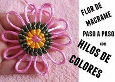 Flor de macrame con hilos de colores - enrHedando