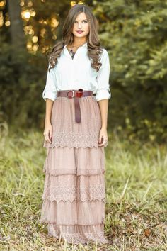 Stop the presses! The most gorgeous maxi skirt you will ever see! Lace, tiered maxi skirt in a stunning winter blush! Modest Dresses, Modest Outfits, Skirt Outfits, Modest Fashion, Dress Skirt, Boho Fashion, Autumn Fashion, Dress Up, Cute Outfits
