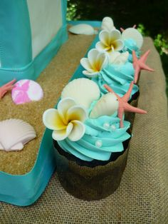 wedding cakes classic tropical wedding cakes with cupcakes Beach Cupcakes, Wedding Cakes With Cupcakes, Wedding Cake Toppers, Hawaiin Cupcakes, Beach Theme Cakes, Luau Party Cupcakes, Ocean Theme Cupcakes, Summer Themed Cupcakes, Petal Cupcakes