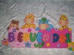 Mi Escuela Divertida: Carteles de Bienvenidos para el aula de clase Letters And Numbers, Ideas Para, Winnie The Pooh, Diy And Crafts, Lunch Box, Snoopy, Classroom, Kids Rugs, Scrapbook