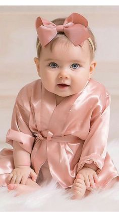 Cute Little Baby Girl, Mom And Baby, Baby Love, Cute Kids Pics, Cute Baby Pictures, Beautiful Children, Beautiful Babies, Funny Babies, Cute Babies