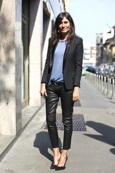 "Emmanuelle Alt chief and editor of ""Vogue Paris"". I'm a big fan of her style, especially the way she combines clothes from chain stores with those from Emmanuelle Alt Style, Vogue Paris, Moda Outfits, Outfits Mujer, Style Casual, Casual Chic, Casual Outfits, Summer Outfits, Olivia Palermo Style"