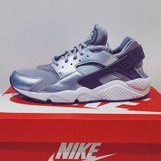 Nike Huarache Run in Grey/Silver 👟✨ A little early Christmas gift from the best boy. 🎁💕 #kicks #fresh #nikes #huarache #silver #kickstagram #whoneedsheels #sopretty #happyfeet #bigfoot #instashoes #shoeporn #solecollector