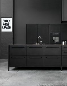 5 inspiring & stunning black kitchens http://blog.bodieandfou.com/