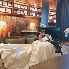 Find images and videos about fashion, couple and ulzzang on We Heart It - the app to get lost in what you love. Korean Boys Ulzzang, Ulzzang Korea, Ulzzang Couple, Couple Look, Korean Wedding Photography, Kpop Couples, Korean Couple, Couple Aesthetic, Aesthetic Themes