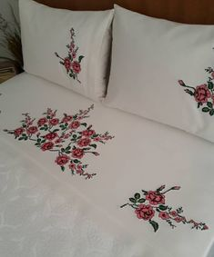 Sewing Pillow Patterns, Embroidery Patterns, Cheap Storage, Storage Boxes, Silk Ribbon Embroidery, Hand Embroidery, Glass Jewelry Box, Hand Designs, Jewellery Storage