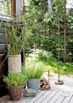 Sisustusideat pihalle ja parvekkeelle. Näillä Avotakan vinkeillä sisustat pihan, parvekkeen tai terassin viihtyisäksi keitaaksi.